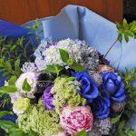 夢が叶う青薔薇でエールを贈る花束