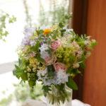 小花をたくさん入れて可憐で透明感あるナチュラルブーケに!!